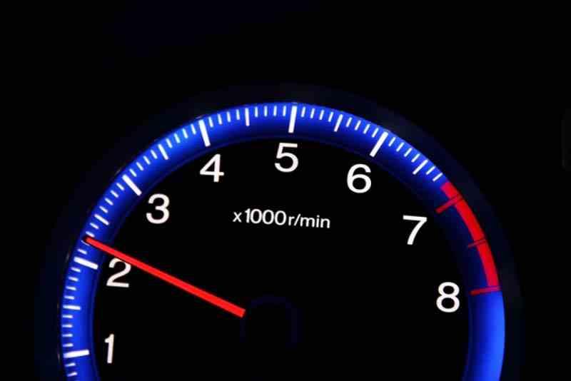 エンジンの回転数