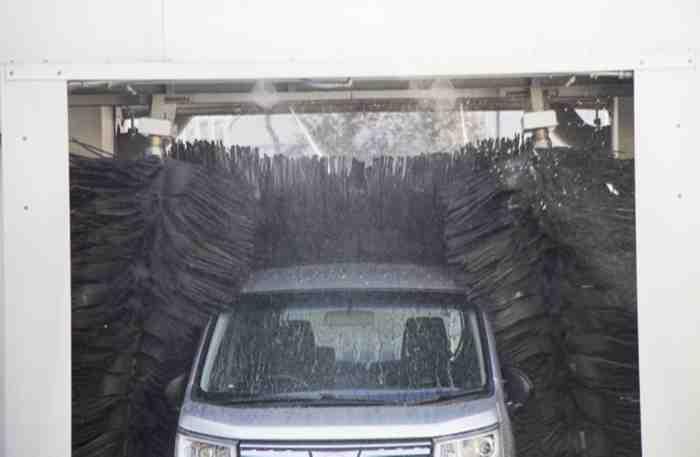 機械洗車の様子