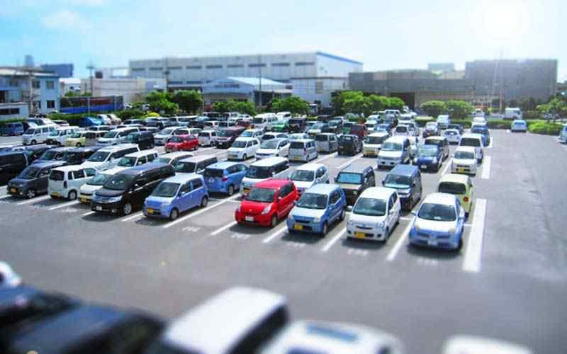 真夏の駐車場