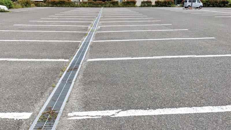 車が停まっていない駐車場